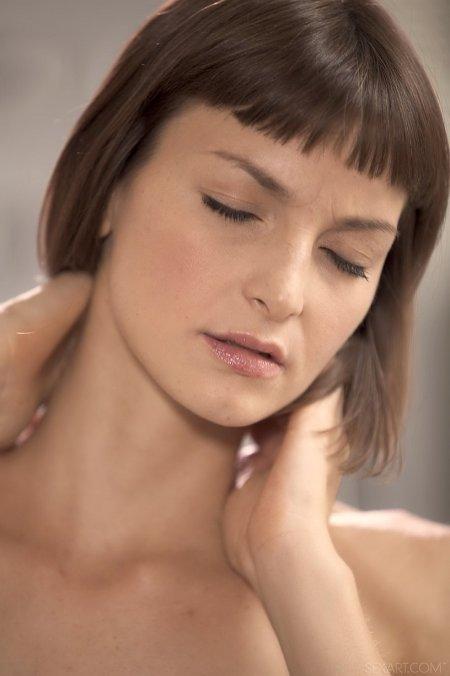 Молодая модель Агата одна дома, фото голых молоденьких моделей