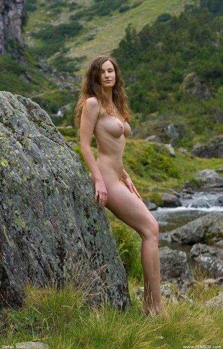 Высокая девушка Сьюзан в горах, фото обнаженных девушек смотреть бесплатно
