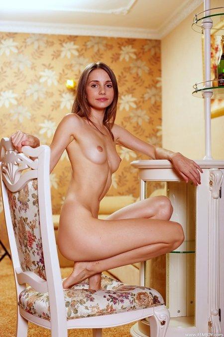 Сладкая Анечка в постельных тонах, молодые голые русские девушки